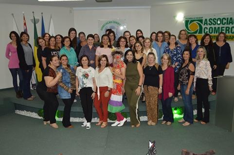 Empresárias se divertem em Arraiá das Mulheres